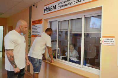 Zdravotníky ve Vítkovické nemocnici v Ostravě střeží ochranka