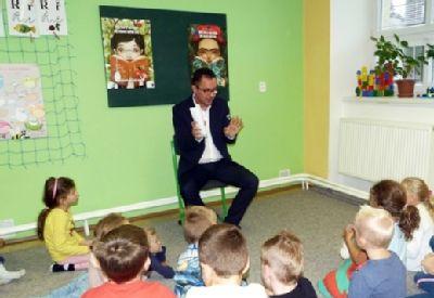 Naučné pohádky z úst primáře Vítkovické nemocnice si vyslechli žáci Základní školy v Libhošti