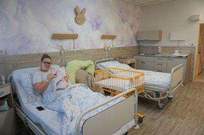 Zázemí pro celou rodinu nabízí ve Vítkovické nemocnici nový rodinný pokoj na šestinedělí
