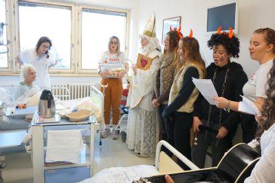 Mikuláš naděluje malým i velkým pacientům ve Vítkovické nemocnici