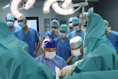 Přední světový proktolog školil ve Vítkovické nemocnici lékaře z celé republiky