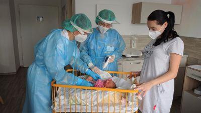 Péče o covid pozitivní maminky je v porodnici Nemocnice AGEL Ostrava-Vítkovice stejně kvalitní jako o ostatní ženy