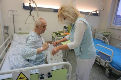 Pacienti v Nemocnici AGEL Ostrava-Vítkovice o vánoční atmosféru nepřijdou
